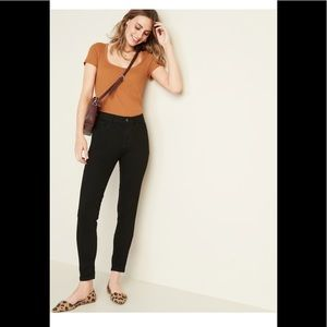 Mid rise petite slim jeans. Stretchy and comfy.